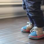 chaussures pour un bébé